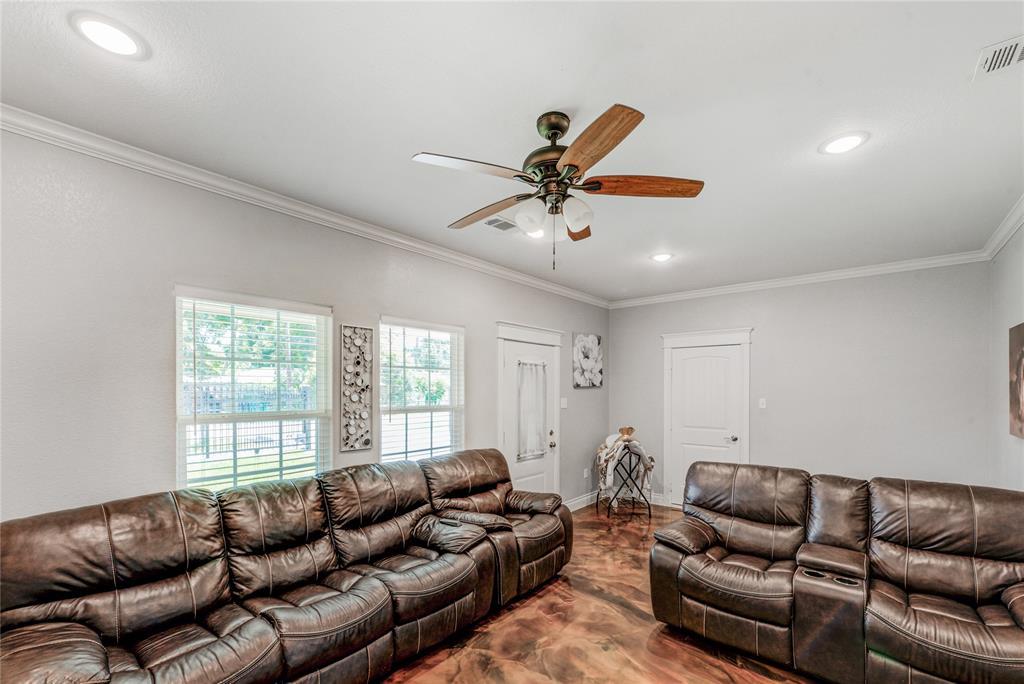Pending | 6923 Finch Street Houston, Texas 77028 13