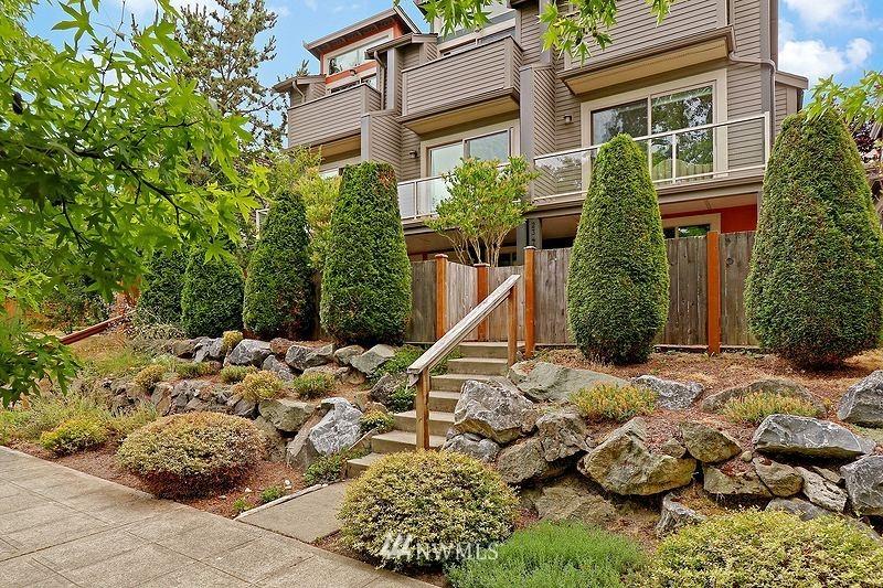 Pending | 2340 44th Avenue SW #B Seattle, WA 98116 16