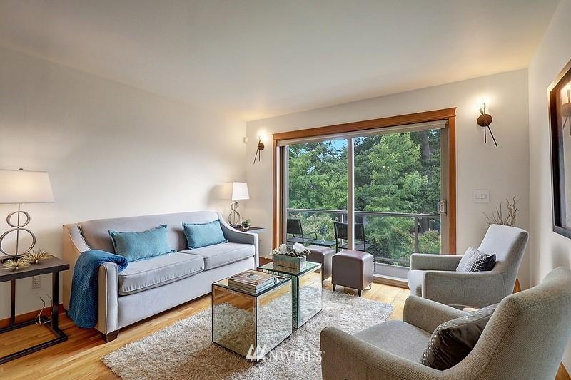 Pending | 2340 44th Avenue SW #B Seattle, WA 98116 2