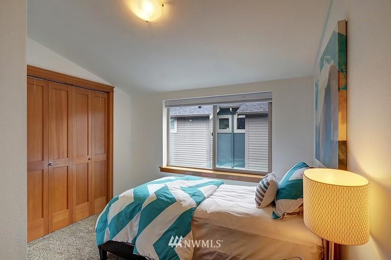Pending | 2340 44th Avenue SW #B Seattle, WA 98116 9