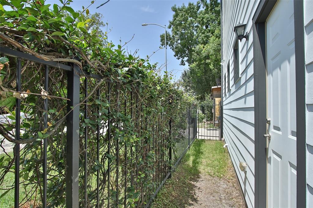 Off Market | 215 W 25th Street Houston, Texas 77008 35