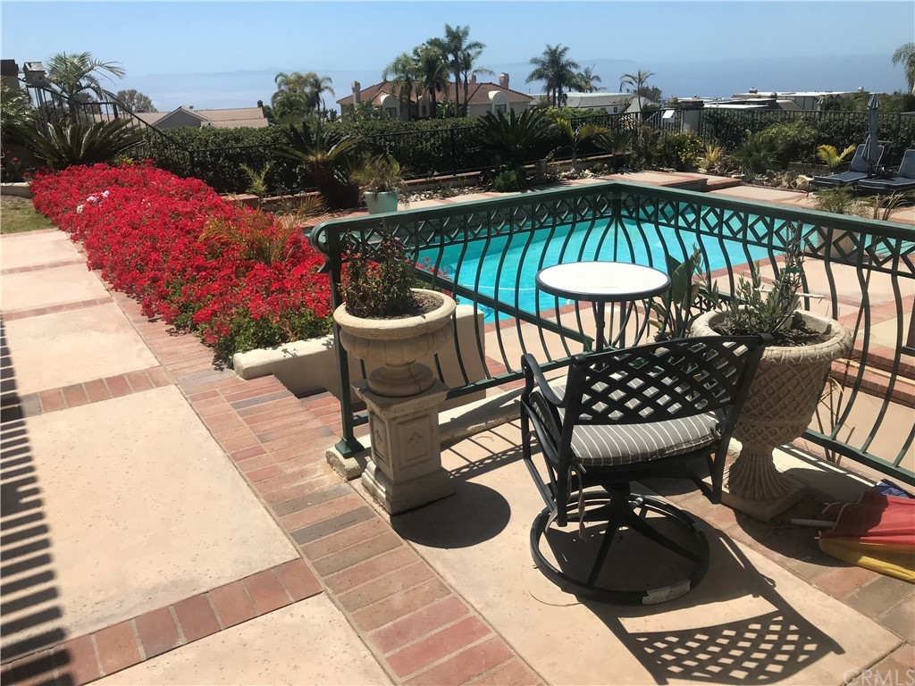 ActiveUnderContract   48 Santa Barbara Drive Rancho Palos Verdes, CA 90275 4