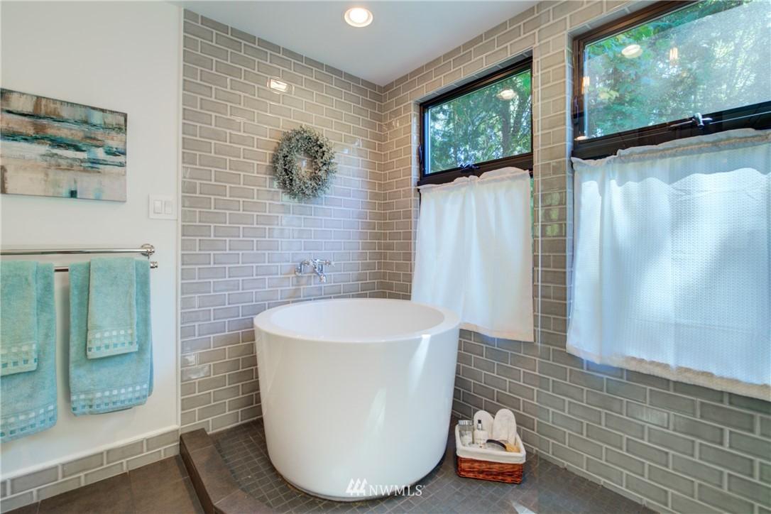 Sold Property | 695 143rd Avenue NE Bellevue, WA 98007 16