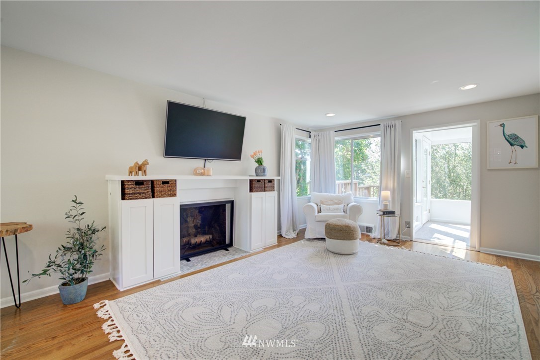 Sold Property | 2611 31st Avenue W Seattle, WA 98199 2