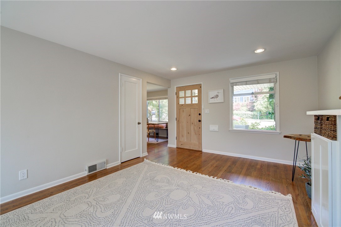 Sold Property | 2611 31st Avenue W Seattle, WA 98199 3