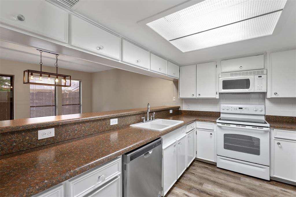 Sold Property | 2301 Mistletoe Drive Fort Worth, Texas 76110 10