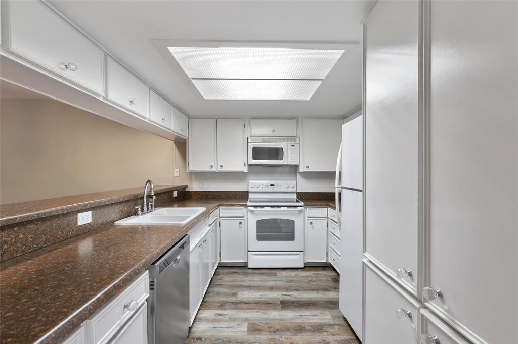 Sold Property | 2301 Mistletoe Drive Fort Worth, Texas 76110 9