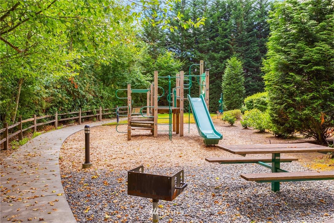 Sold Property | 15700 116th Avenue NE #401 Bothell, WA 98011 23