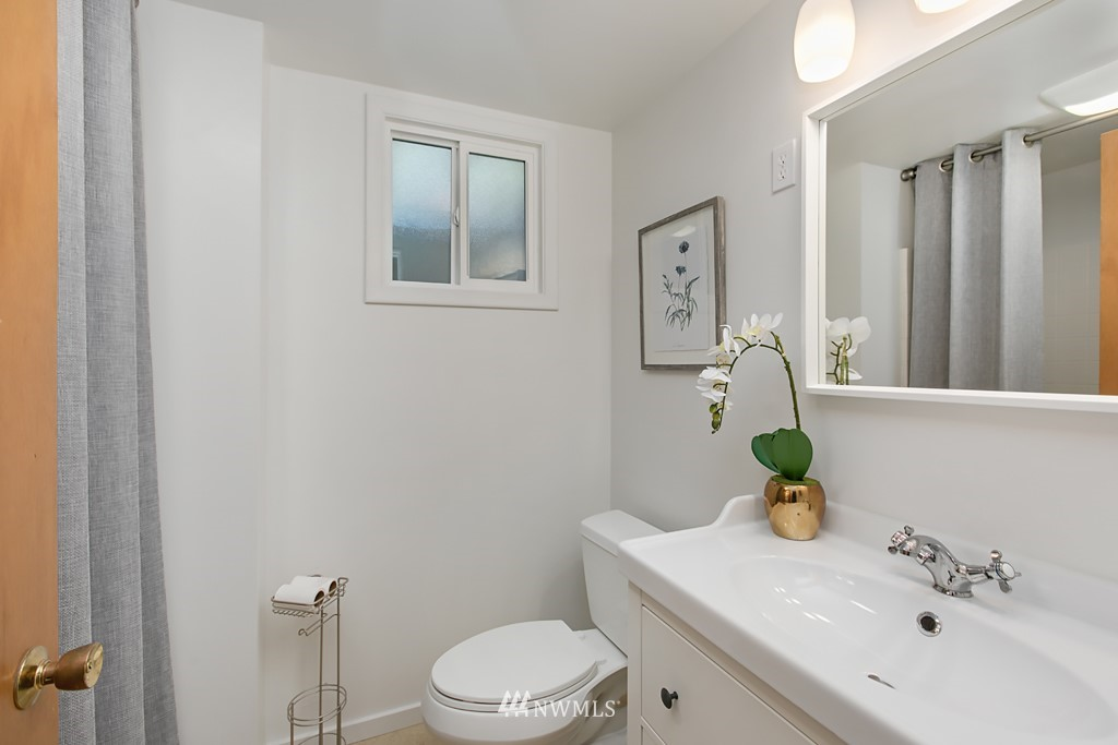 Sold Property | 12341 25th Avenue NE Seattle, WA 98125 17