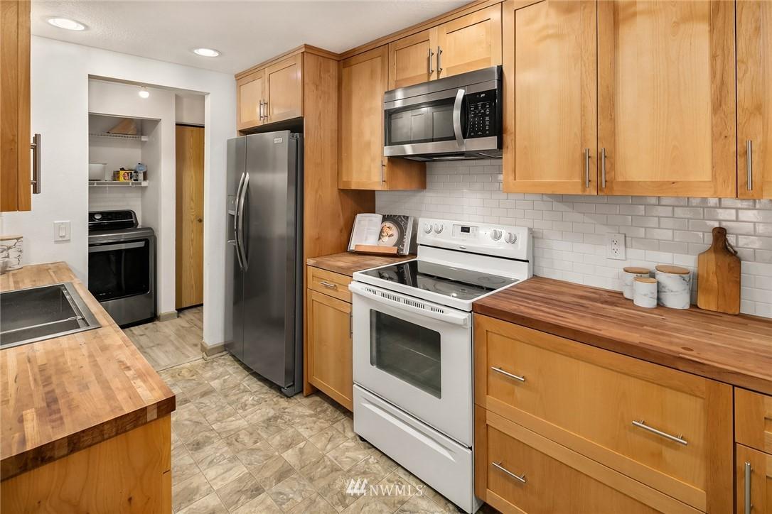 Sold Property   10501 8th Avenue NE #109 Seattle, WA 98125 7