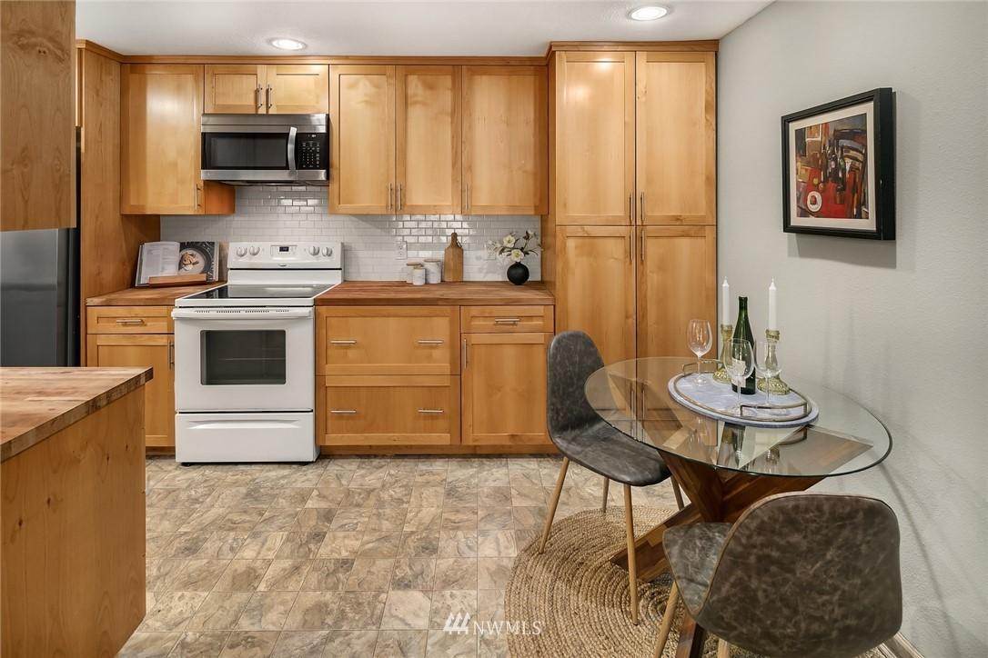 Sold Property   10501 8th Avenue NE #109 Seattle, WA 98125 14