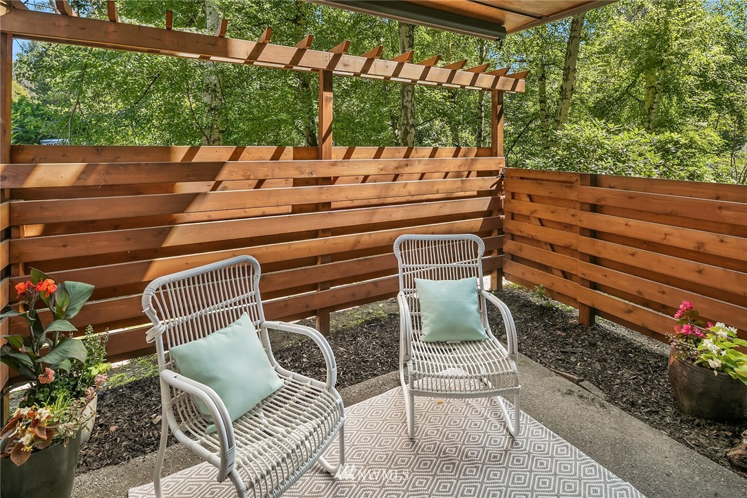 Sold Property   10501 8th Avenue NE #109 Seattle, WA 98125 15