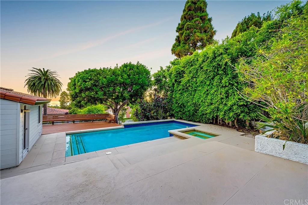 Pending | 1116 Via Zumaya Palos Verdes Estates, CA 90274 90