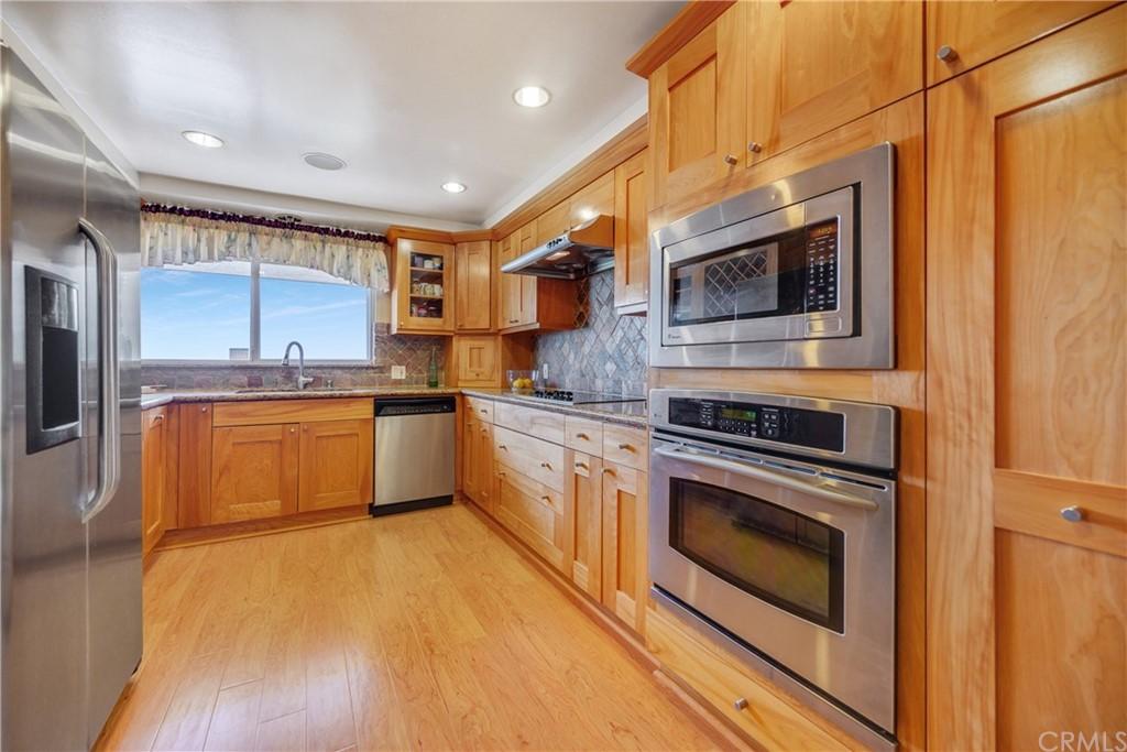 Pending | 1116 Via Zumaya Palos Verdes Estates, CA 90274 4