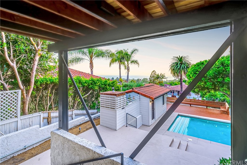 Pending | 1116 Via Zumaya Palos Verdes Estates, CA 90274 94