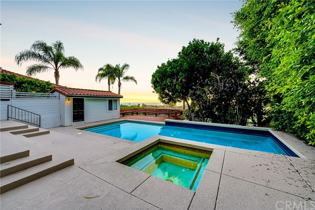 Pending | 1116 Via Zumaya Palos Verdes Estates, CA 90274 91