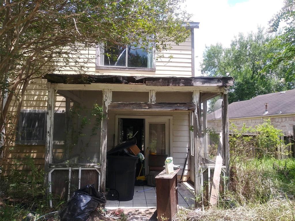 Pending   13851 Aspen Hollow Lane Houston, Texas 77082 1