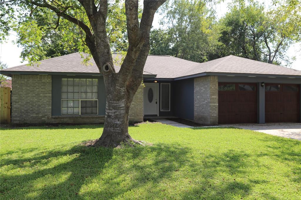 Off Market   17026 Stone Stile Drive Friendswood, Texas 77546 1
