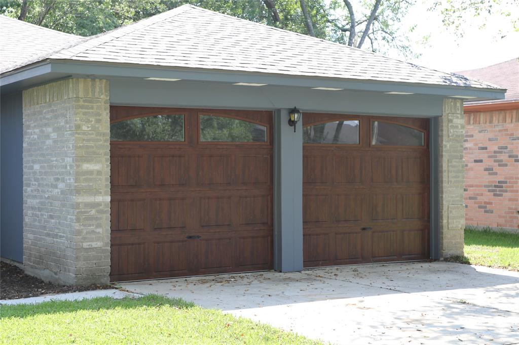 Off Market   17026 Stone Stile Drive Friendswood, Texas 77546 3