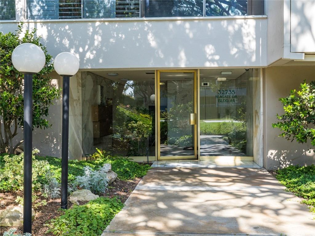 ActiveUnderContract | 32735 Seagate Drive #106 Rancho Palos Verdes, CA 90275 4