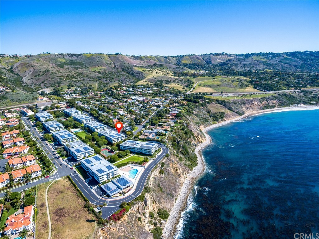 ActiveUnderContract | 32735 Seagate Drive #106 Rancho Palos Verdes, CA 90275 1