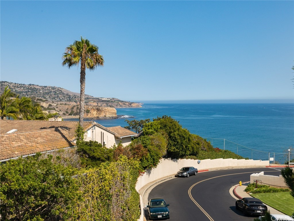 ActiveUnderContract | 32735 Seagate Drive #106 Rancho Palos Verdes, CA 90275 0