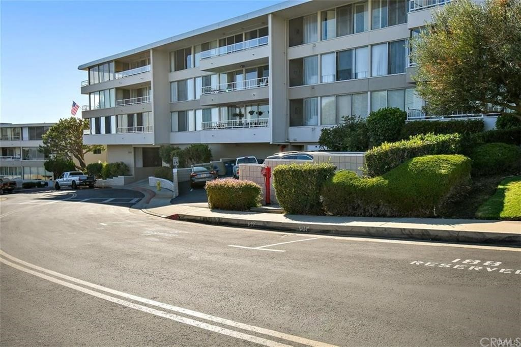 ActiveUnderContract | 32735 Seagate Drive #106 Rancho Palos Verdes, CA 90275 60