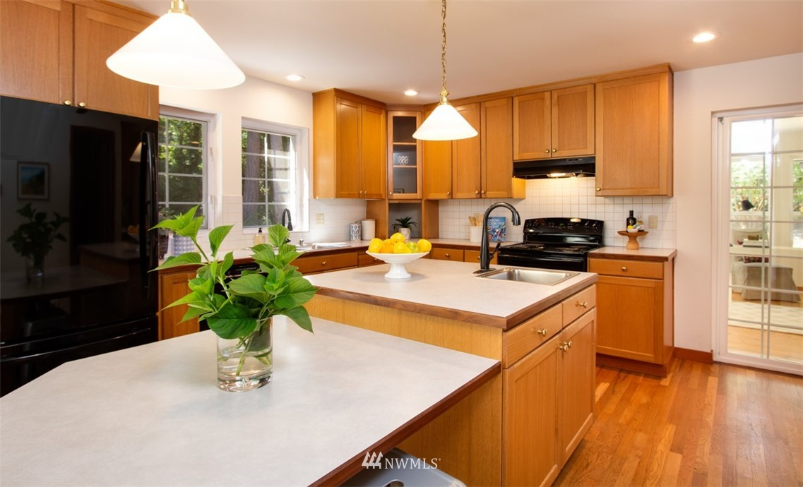 Sold Property   8483 Ferncliff Avenue NE Bainbridge Island, WA 98110 10