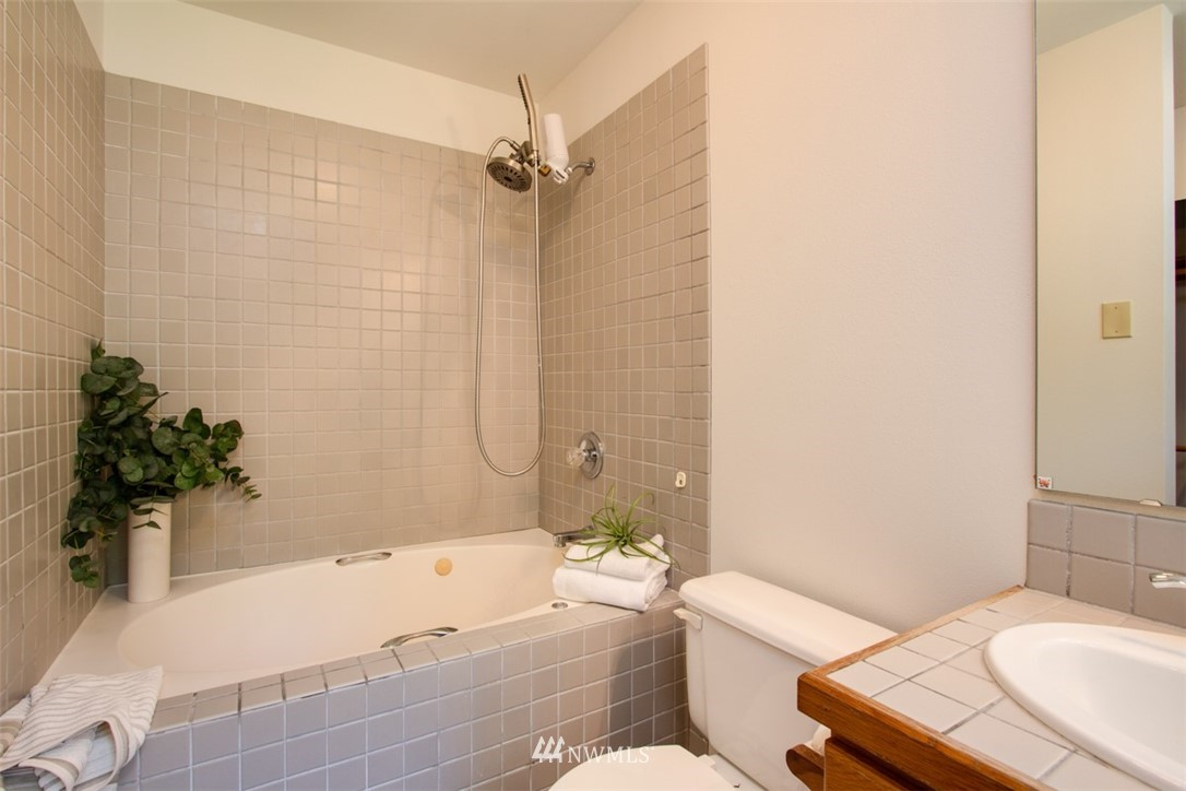Sold Property   8483 Ferncliff Avenue NE Bainbridge Island, WA 98110 19