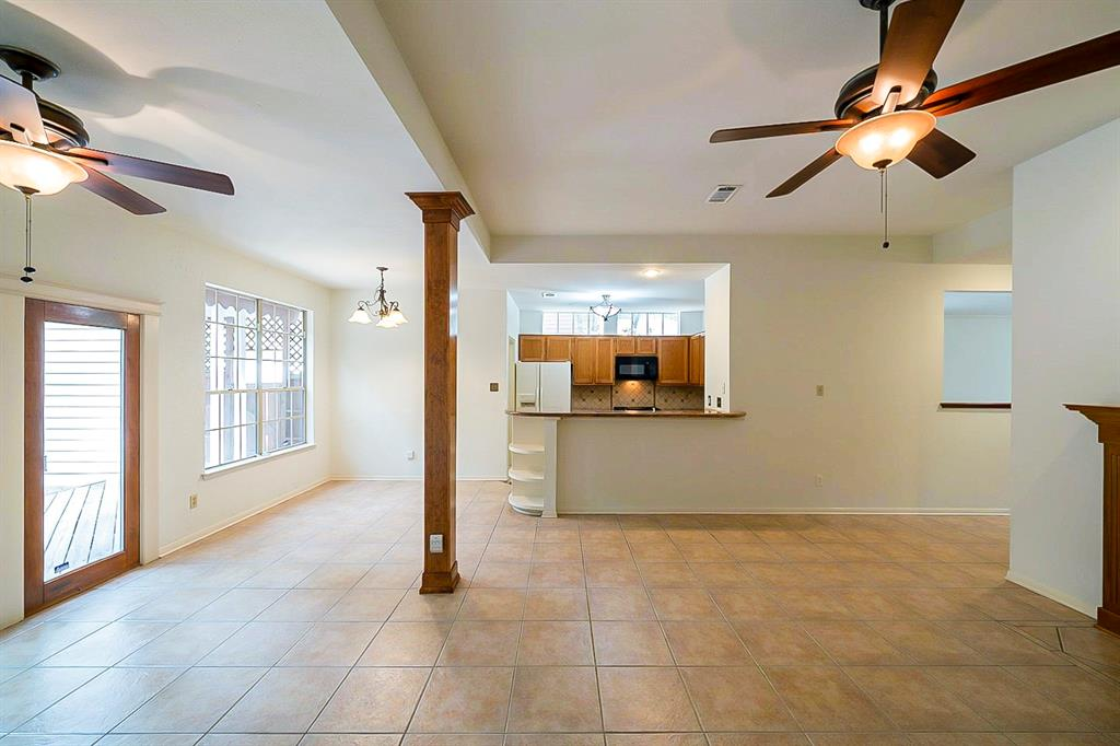 Active | 130 N Trace Creek Drive Spring, Texas 77381 9