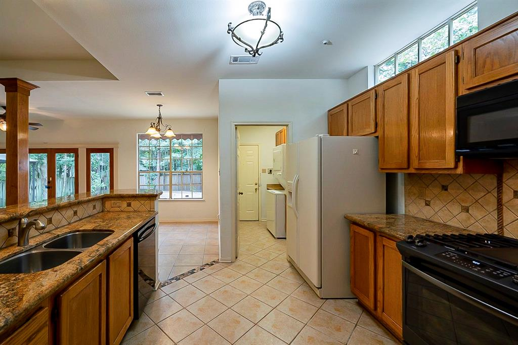 Active | 130 N Trace Creek Drive Spring, Texas 77381 5