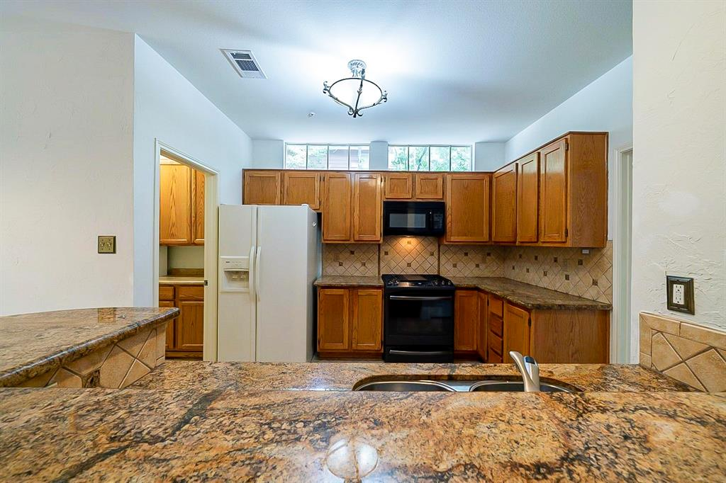 Active | 130 N Trace Creek Drive Spring, Texas 77381 7