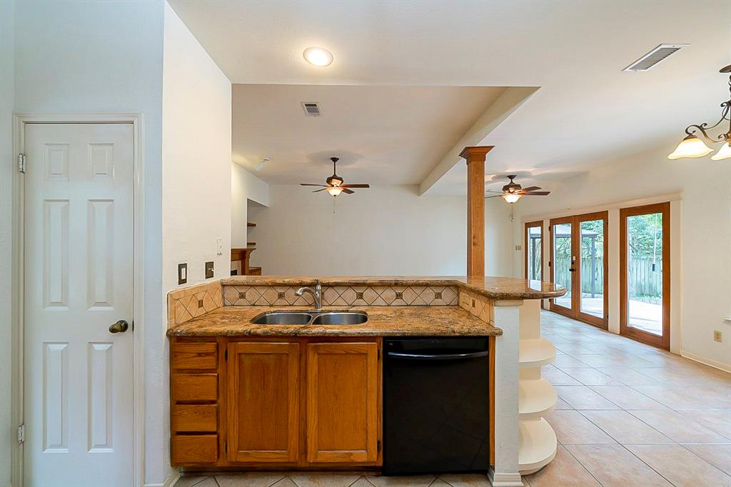Active | 130 N Trace Creek Drive Spring, Texas 77381 8