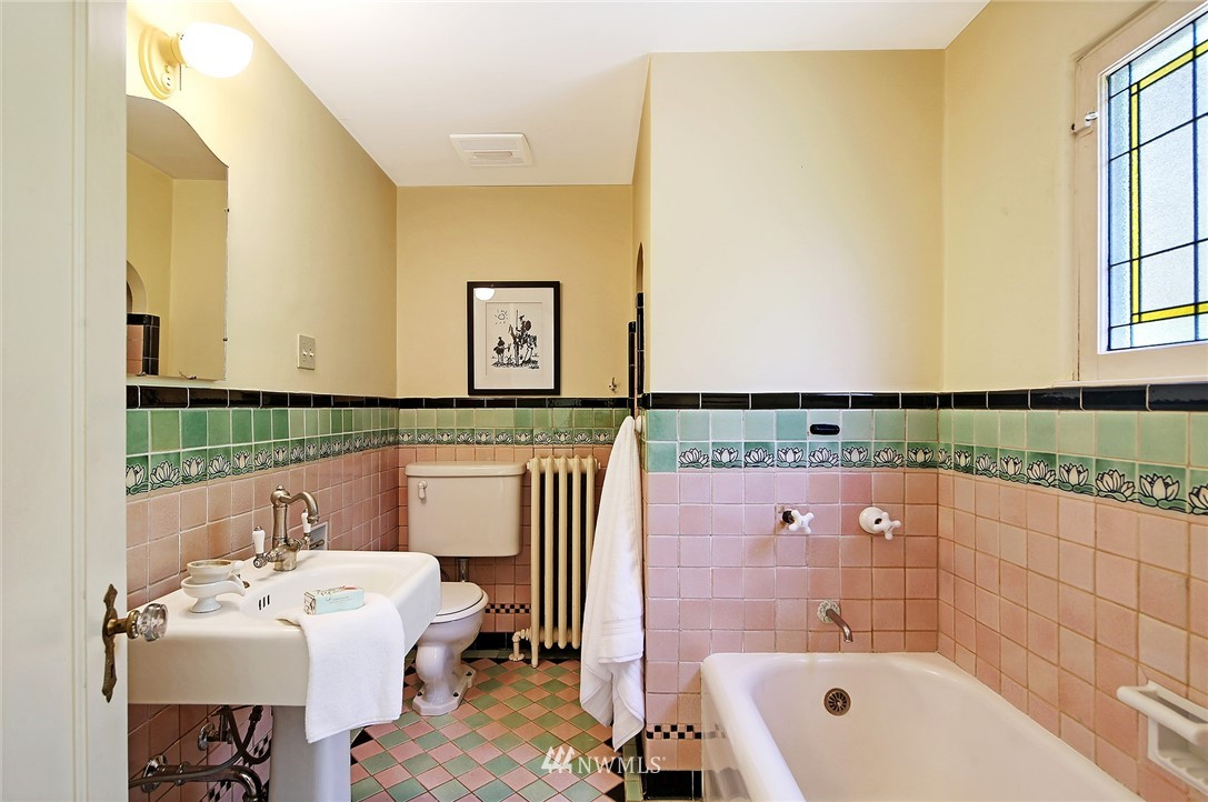 Sold Property | 2120 NE Park Road Seattle, WA 98105 14