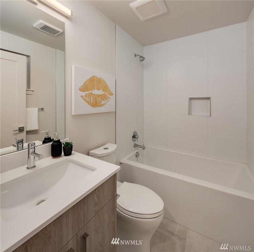Sold Property   2364 Franklin Avenue E #A Seattle, WA 98102 16