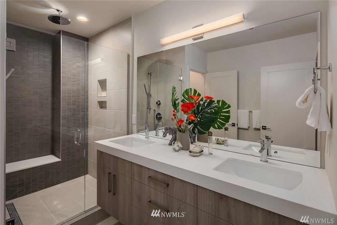 Sold Property   2364 Franklin Avenue E #A Seattle, WA 98102 17