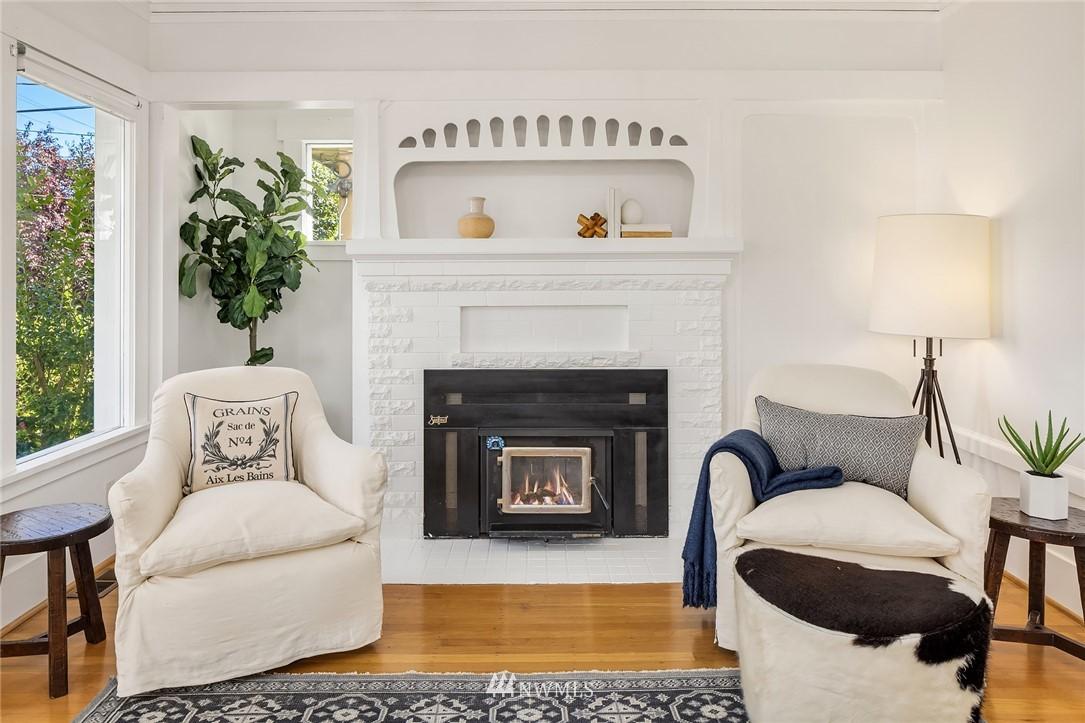 Sold Property   5215 Latona Avenue NE Seattle, WA 98105 4