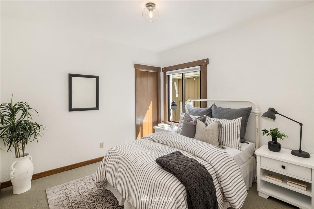 Sold Property   5215 Latona Avenue NE Seattle, WA 98105 11