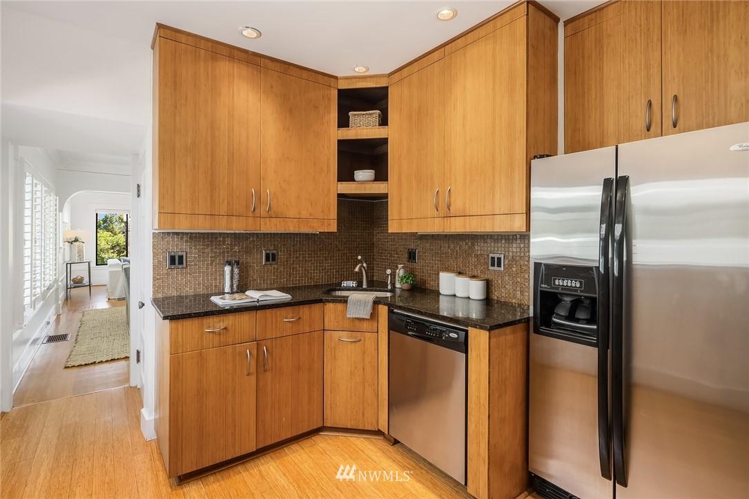 Sold Property   5215 Latona Avenue NE Seattle, WA 98105 7