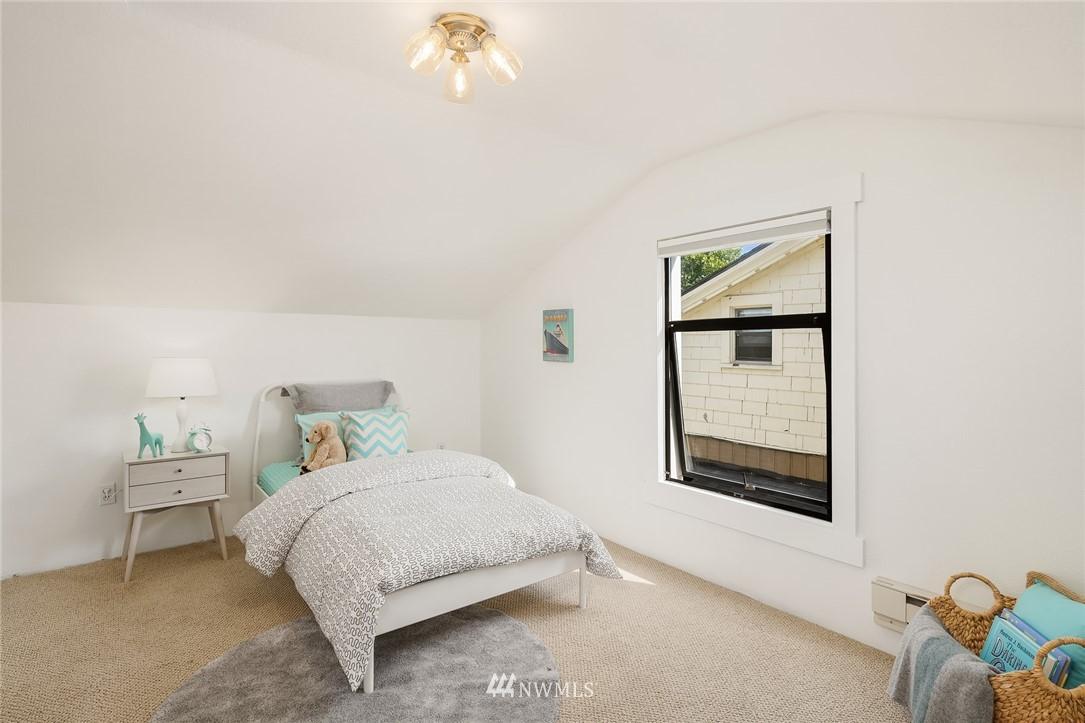 Sold Property   5215 Latona Avenue NE Seattle, WA 98105 17