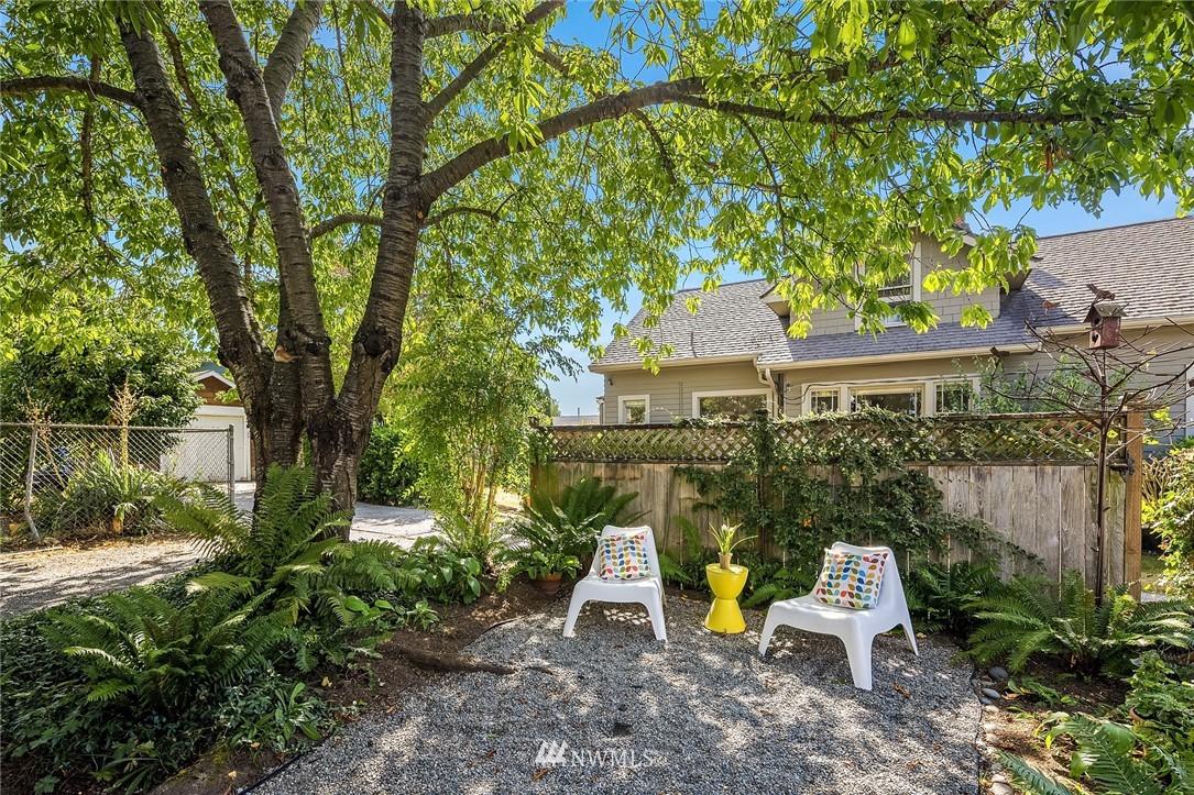 Sold Property   5215 Latona Avenue NE Seattle, WA 98105 21