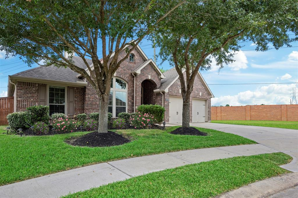Pending   13712 Rainwater Drive Pearland, Texas 77584 0