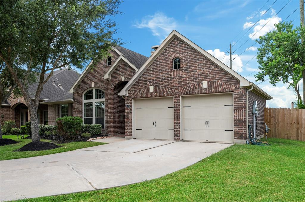 Pending   13712 Rainwater Drive Pearland, Texas 77584 2