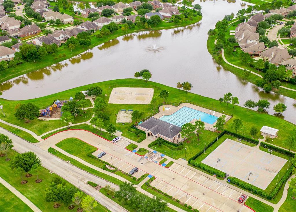 Pending   13712 Rainwater Drive Pearland, Texas 77584 28