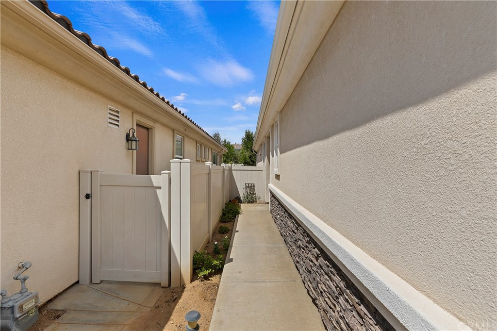 Closed | 1176 Wisteria Way Beaumont, CA 92223 3