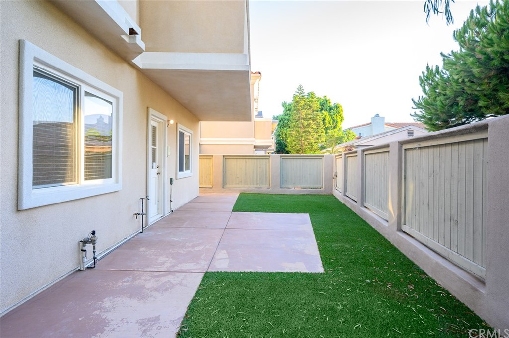 Active | 215 S Irena Avenue #B Redondo Beach, CA 90277 12