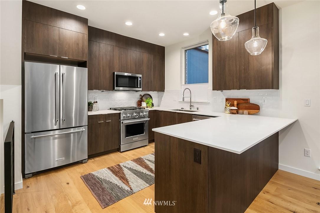 Sold Property   2366 Franklin Avenue E #A Seattle, WA 98102 8