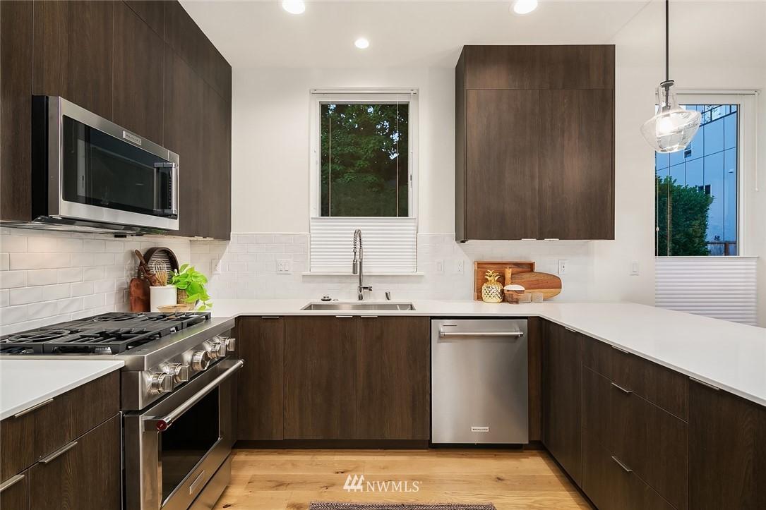 Sold Property   2366 Franklin Avenue E #A Seattle, WA 98102 9