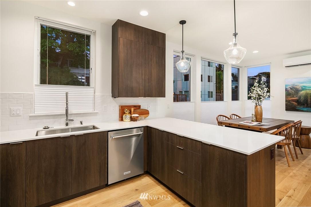 Sold Property   2366 Franklin Avenue E #A Seattle, WA 98102 10
