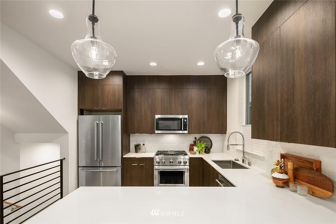 Sold Property   2366 Franklin Avenue E #A Seattle, WA 98102 11